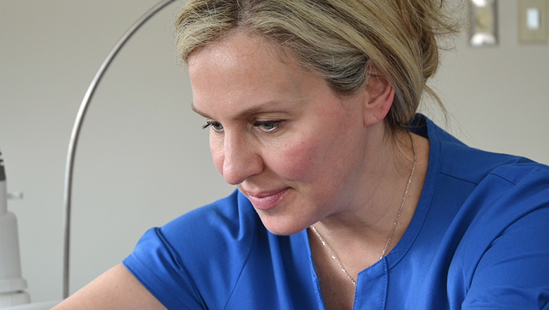 photo of Linda in action during a CoolSculpting treatment